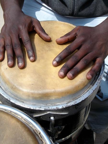 manos negras