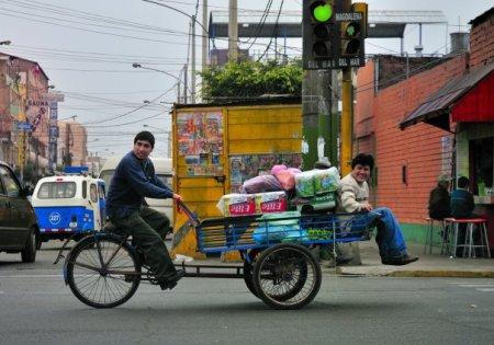 las calles de Lima no paran de trabajar