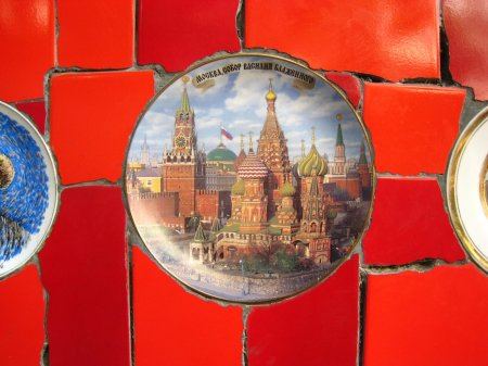 tiles gift to Selaron from tourist