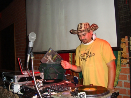 renz w the Fuertes discos