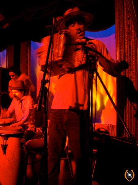 Live! Bardo kicks it in... w the acordeon