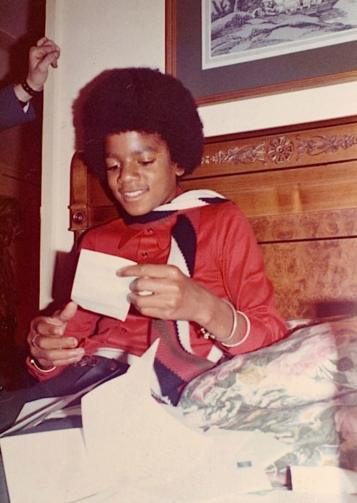 http://listenrecovery.files.wordpress.com/2011/06/michael-jackson-rare-photos-06242010-09.jpg